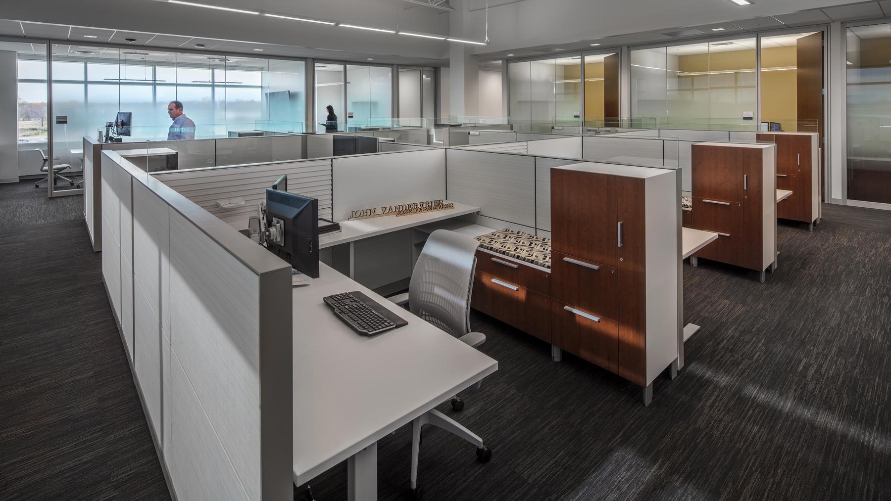 Henricksen_PROJ_Menasha-Corp_workstations-03